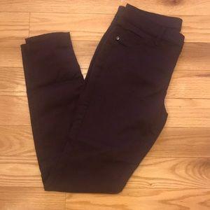 NY&Co. Crosby Slim Leg Pant Size 6